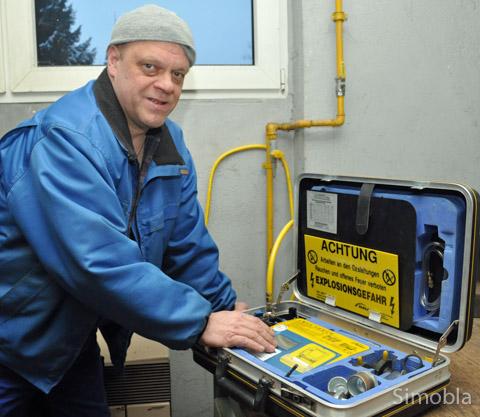 Mit Gas und Wasser kennt er sich aus: Christoph Tratt vom gleichnamigen Betrieb für Haustechnik, Sanitär und Heizung. Foto: Michael Sittig