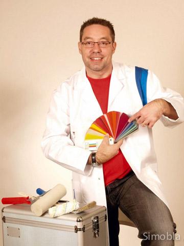 Fachmann für Farben: Malermeister Stefan Gumb berät auf Wunsch auch bei der Auswahl. Foto: Michael Sittig