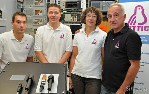 Die mit dem Vögelchen: (von links) Thomas Sittig, Christian Tischler, Ingrid Sittig und Michael Sittig leiten die Firma Sittig Industrie-Elektronik, deren Logo ein stilisierter Sittig ist.