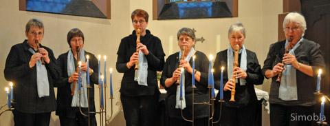 Sechs Damen bilden das Blockflöten-Ensemble der evangelischen Dankeskirche in Goldstein. Sie gaben in der evangelischen Kirche Sindlingen ein Konzert.