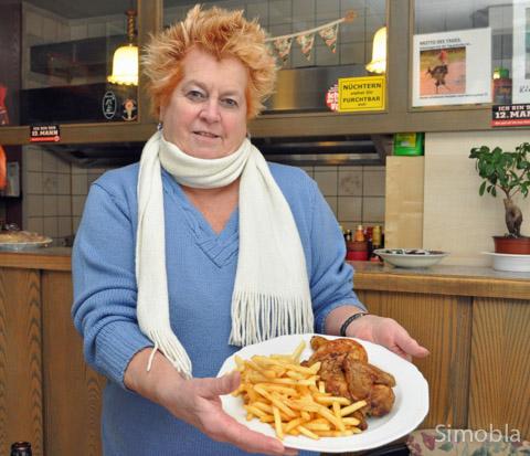 Ein Klassiker: Ob Hähnchen mit Pommes, Eintopf, Schnitzel oder Nudeln: Karin Karpucelj bietet jeden Tag ein Mittagsgericht an. Foto: Michael Sittig