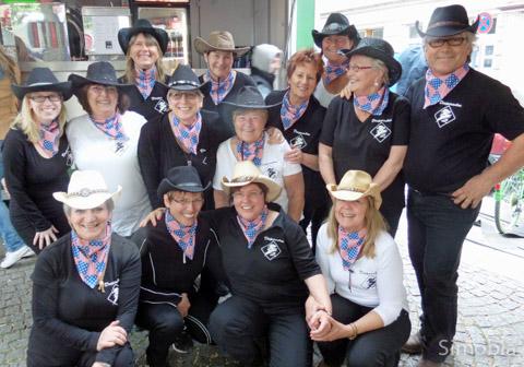 """""""Desperados"""" nennen sich die Country Line-Dancer, die nun unter dem Dach des Turnvereins aktiv sind. Foto: Michael Sittig"""