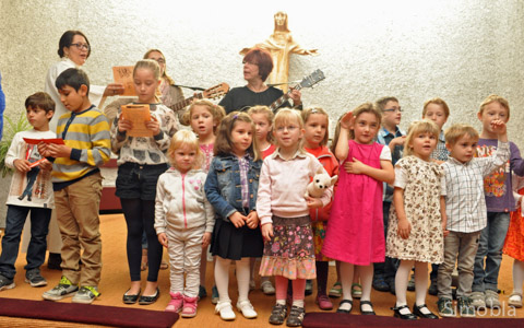 """""""Wir werden immer größer, jeden Tag ein Stück"""" sangen die Kindergartenkinder"""