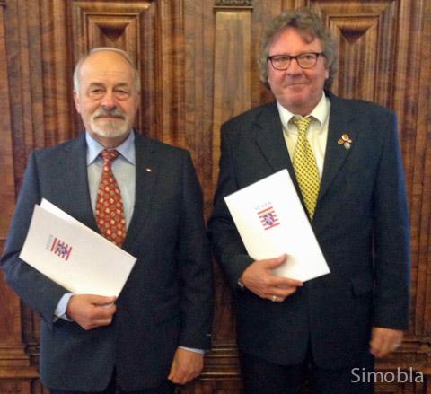 Ausgezeichnet: Jupp Riegelbeck (links) und Jochen Dollase erhielten Ehrenbriefe des Landes Hessen.