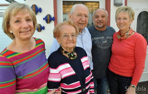 Herbert Hansen (Mitte) feierte am 12. März seinen 90. Geburtstag. Dazu gratulierten (von links) Tochter Edith, Ehefrau Rosel, Sohn Horst und Tochter Regina. Foto: Michael Sittig