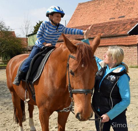 Keine Angst vor großen Pferden zeigten die jungen Reiter beim Schnupperkurs.