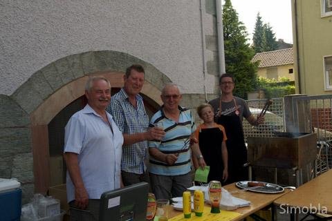 Heiß, heißer, Grill: Familie Peters und Helfer.