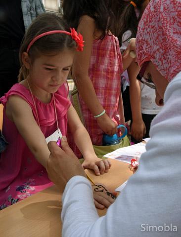 Schicke Henna-Tattoos ließen sich die Kinder aufmalen.