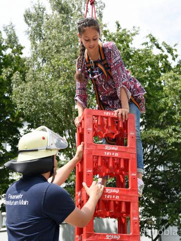 Die Feuerwehr veranstaltete Kistenklettern.