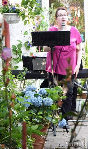 """Gesang zum Klavier: Tina Anderson von """"Das Musikpräsent"""""""