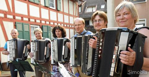 Das Harmonika Orchester spielte in der Huthmacherstraße