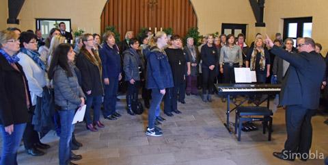 """""""Dank sei Dir, Herr"""", sang der Frauenchor Germania unter der Leitung von Michael H. Kuhn. Fotos: Michael Sittig"""