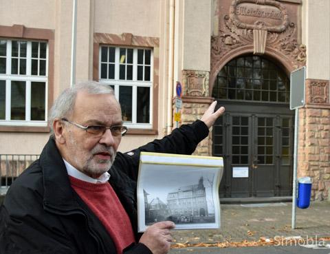 """Dieter Frank mit der """"halben Schule"""""""