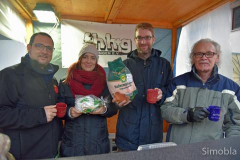 Mit Gans und Stollen: (von links) Diego und Nadine Farinola, Sven Callender und Michael Bauer.