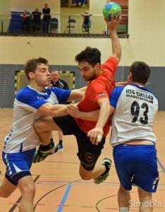 Handball ist ein dynamischer Sport, zeigen Rahel Kutscher (oben) und Timo Löllmann. Die Aktivenmannschaften der Handballspielgemeinschaft Sindlingen/Zeilsheim haben die Vorrunde zufriedenstellend bis sehr gut gemeistert: Die erste Herrenmannschaft steht als Herbstmeister an der Tabellenspitze