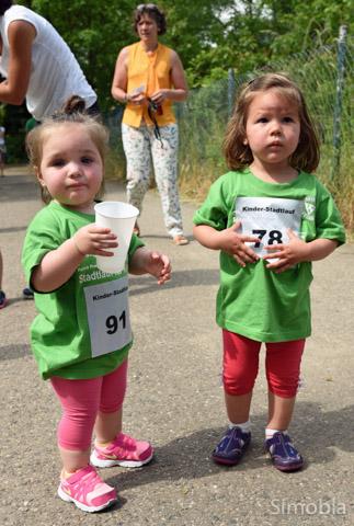 Wasser gab's für alle Läufer, egal wie groß oder klein.
