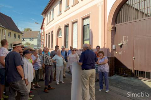 """Vor dem ehemaligen Gasthaus """"Zum Stern"""" lag der einzige Zugang zu Sindlingen. Fotos: H.-J. Schulz"""