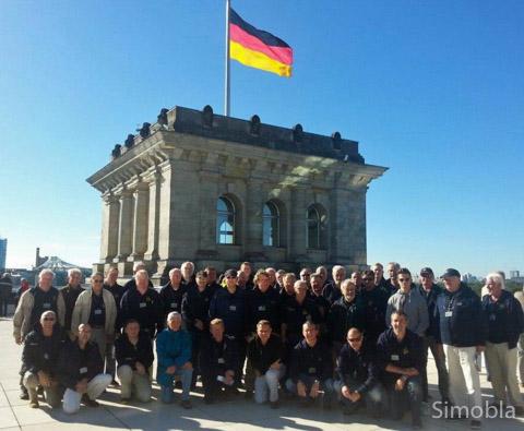 Sindlinger Sängerknaben in Berlin: der Männerchor Germania auf dem Dach des Reichstagsgebäudes.