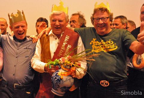 """""""En Ebbelwoi geht immer nei"""", wissen die Schoppen-Schmiede Markus Krämer, Wolfgang Scheh und Jochen Dollase. Sie waren 2014 Apfelweinkönige von Sindlingen."""