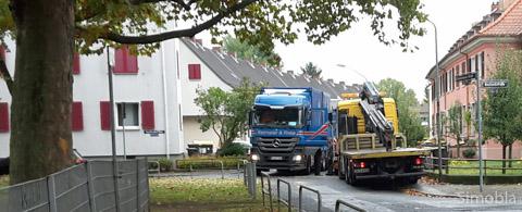 Da geht nichts mehr: Die Begegnung zweier Lastwagen in der Edenkobener Straße fotografierte Ilona Klein während der Herbstferien.