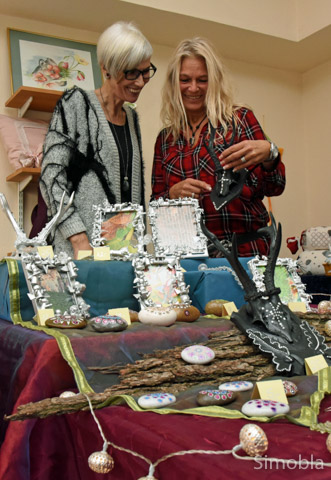 Renate Fischer und Petra Ullrich beteiligten sich zum ersten Mal an einer Ausstellung.