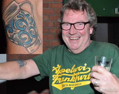 Den Bembel hat Jochen Dollase, Vorsitzender des GV Germania, in Form einer Tätowierung immer dabei. Foto: Michael Sittig