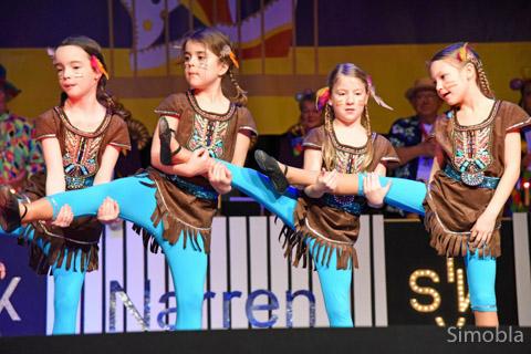 """Einen eindrucksvollen Indianertanz zeigten die """"Purzel"""", die jüngste Garde des SKV."""