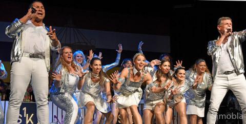 """""""Let's dance"""", animierte die Zigeunergruppe der KG Hofheim das Publikum."""