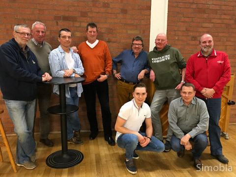 Klaus Mettin, Willi Stappert, Peter Teske, Jürgen Peters, Jochen Dollase, Domenic Rackles, Uli Schlereth, Franz Ilg und Hans-Joachim Meyer (von links) vom Vorstand des Männerchors.