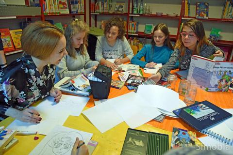 Vor allem Mangas zeichneten Kinder und Jugendliche im Workshop in der Stadtteilbücherei. Foto: Michael Sittig