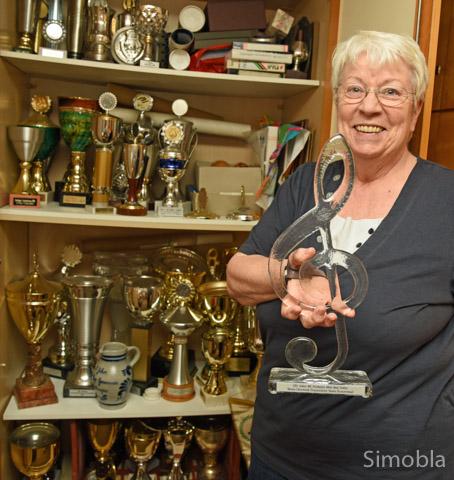 53 Pokale lagern im Schrank von Waltraud Pickel, Gründungs- und Vorstandsmitglied des Frauenchors Germania. Foto: Michael Sittig