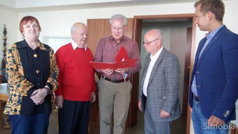 Seit 40 Jahren sind Gudrun und Manfred Mühlberger (links) und Claus Lünzer (zweiter von rechts) SPD-Mitglieder. Vorsitzender Sieghard Pawlik (Mitte) und Volker Strank gratulierten.