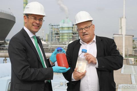 Infraserv-Geschäftsführer Joachim Kreysing (links) und Verkehrsdezernent Klaus Oesterling.