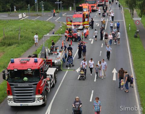 Blick über die Ausstellung: 32 Feuerwehrfahrzeuge lockten rund 2000 Besucher an. Fotos: Heide Noll