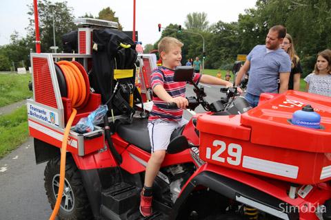 Klein, aber oho: Das Feuerwehr-Quad der Freiwilligen Feuerwehr Weiterstadt kommt hin, wo größere Löschwagen passen müssen.