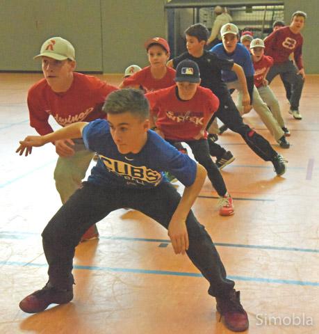 """Lead and shuffle"" heißt diese Übung im Baseball-Training."