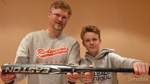 Baseball ist ihr liebstes Hobby: Oliver Rossius und Sohn Niklas.  Fotos: Michael Sittig