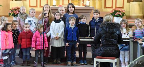 Der Kinderchor der katholischen Kindertagesstätten sang beim Abschiedsgottesdienst in St. Dionysius. Fotos: Michael Sittig