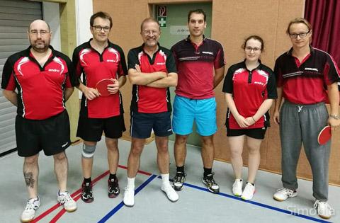 Tischtennis die Zweite: (von links) Mariano Galan, Klaus Heldt, Andreas Pöcker, Thomas Sittig, Jessica Beck und Marcel Simon.