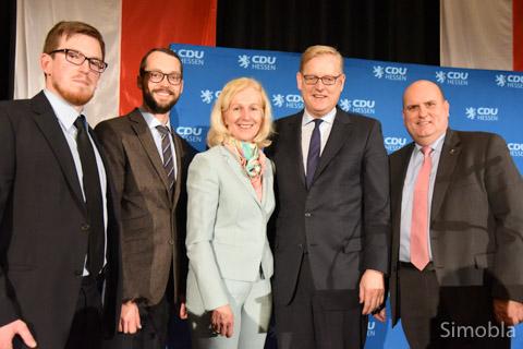 Beim Neujahrsempfang der CDU West sprachen (von links) Kevin Bornath, Jan Schneider, Bernadette Weyland, Markus Frank und Uwe Serke. Foto: Michael Sittig