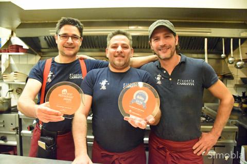 Italienisch à la carte: Was (von links) Gennaro Cassavia, Giancarlo Sedita und Mauro Accettura kochen, schmeckt den Gästen im Lokal und zuhause. Foto: Michael Sittig