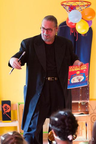 Höhepunkt der Woche war am Faschingsdienstag eine Vorstellung des Zauberers Glenn Gareau in der Kita.