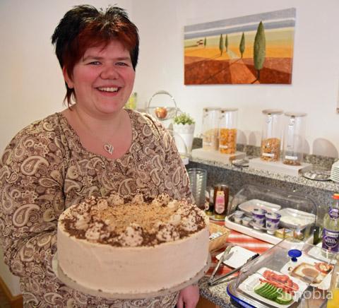 Nicole Rustler backt feinste Torten für ihr Café.