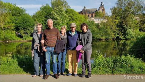 Immer an der Lahn entlang liefen (von links) Ursula, Thomas, Anne, Werner und Ingrid. Foto: Michael Sittig
